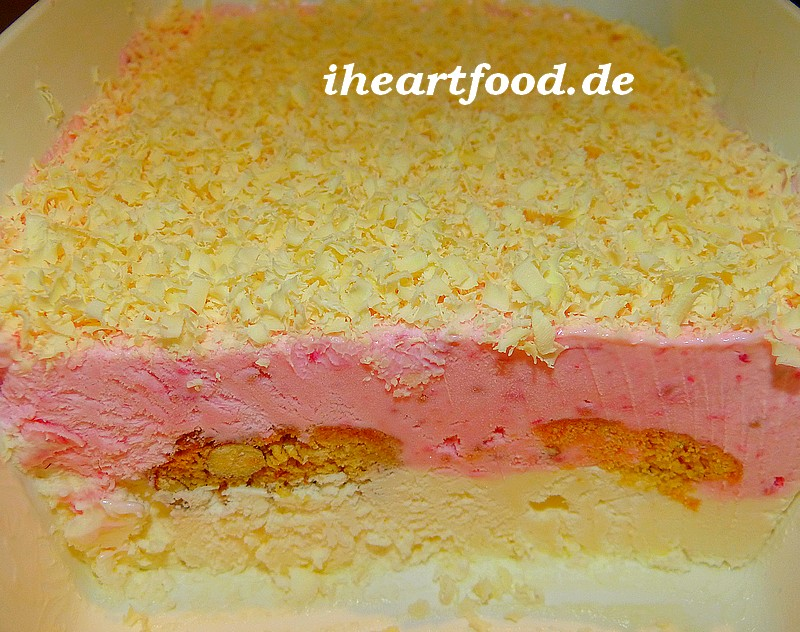 Himbeer-Schmand-Eis mit Cantuccini